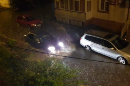 COD ROȘU de furtuni violente pentru Piatra-Neamț! Populația, avertizată prin sms!