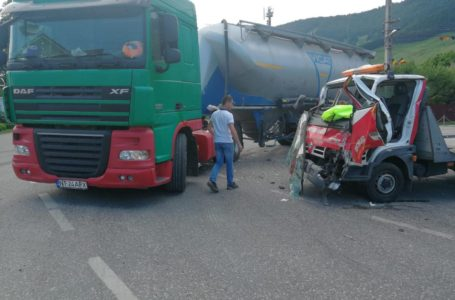 O autocisterna s-a urcat pe o camionetă la Tașca