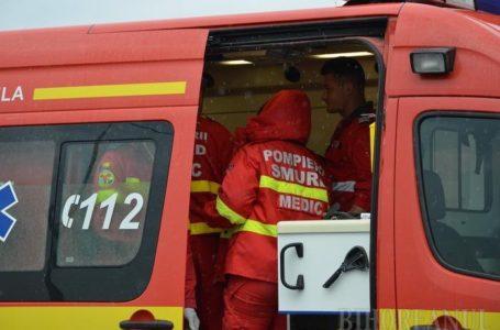 Accident la Roznov cu mașină răsturnată și persoană încarcerată