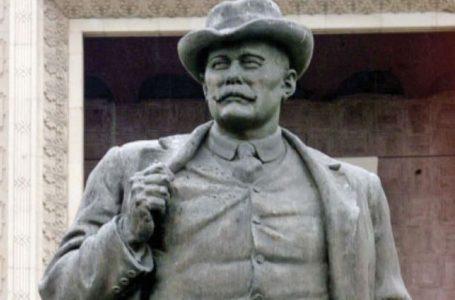 Statuia lui Caragiale, în mărime naturală, va fi amplasată în Piatra-Neamț
