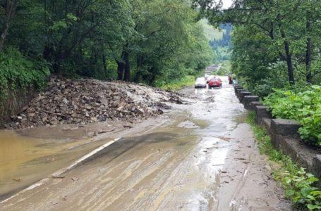 Drumul național Bicaz – Poiana Largului este blocat în 2 locuri din cauza inundațiilor