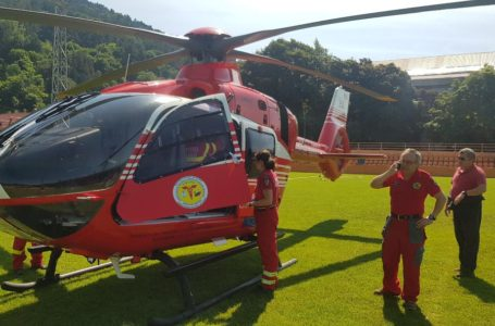 UPDATE A decedat bărbatul care a făcut infarct pe stadion și a fost transferat cu elicopterul SMURD la Iași