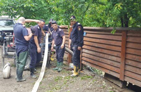 Mai multe gospodării din Neamț au fost inundate de ploile torențiale