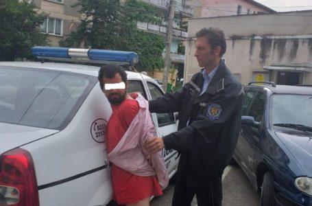 Poliția Locală a luat de pe străzile din Piatra-Neamț un bărbat agresiv cu probleme psihice