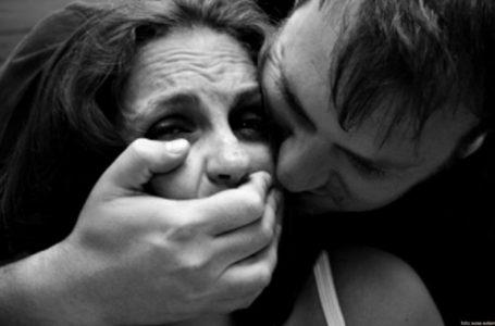 Câți pedofili, agresori sexuali și nebuni umblă liberi pe străzile din Piatra-Neamț