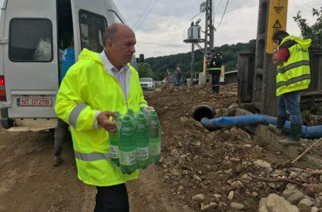 Primarul Chitic, de aproape 48 ore lângă sinistrații din Văleni (foto-galerie)