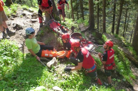 Turistă din Germania, rănită în Ceahlău, recuperată de Salvamont Neamț (foto-galerie)