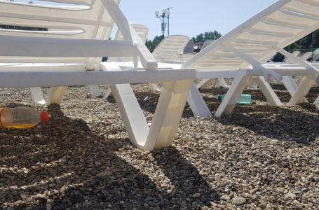 Plajă printre gunoaie în Ștrandul Piatra-Neamț (foto-galerie)