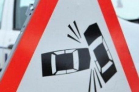 Accident în Piatra-Neamţ. Două maşini s-au ciocnit pe str. Privighetorii.