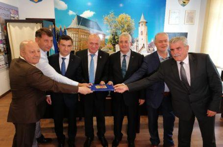 """""""Ne-a ajuns cuțitul la os!"""" Cum a fost înființată, la Piatra-Neamț, Asociația """"Moldova se dezvoltă"""""""