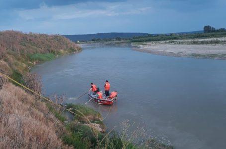 Trupul fetiţei dispărută în râul Moldova este căutat de scafandri