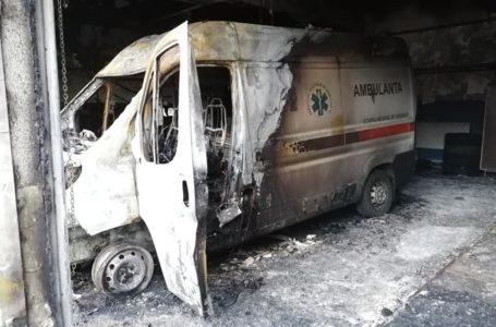 Trei ambulanţe, distruse de un incendiu la Tîrgu Neamţ