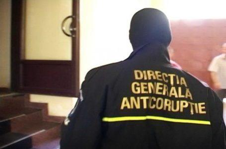 Nouă percheziţii într-un dosar de corupţie la Ocolul Silvic Pipirig. Sunt emise mandate de aducere.