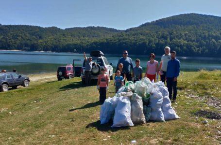Liberalii din Bicaz au participat la ecologizarea lacului Izvorul Muntelui