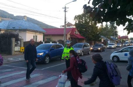 Polițiștii locali supraveghează 11 școli și licee din municipiul Piatra-Neamț