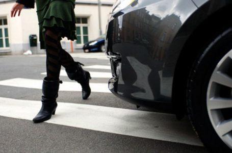 Femeie accidentată de o șoferița pe trecerea de pietoni de pe strada Orhei din Piatra-Neamț
