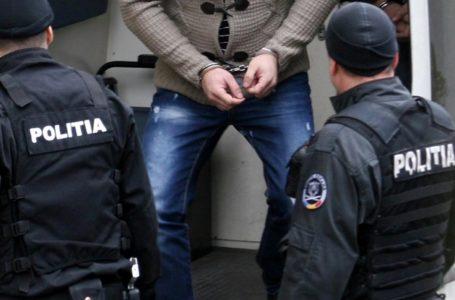 Bărbat din Podoleni, arestat după ce şi-a snopit soţia în bătaie şi a dat-o afară din casă