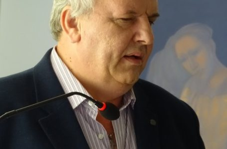 """Scriitorul Adrian Alui Gheorghe: """"În această guvernare, au ajuns interlopi să conducă județe, idioți să conducă ministere!"""""""