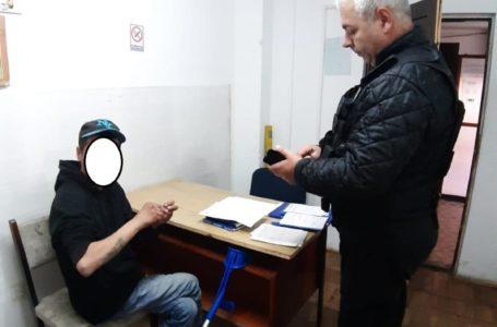 Cerșetorul în cârje de la Hotelul Ceahlău, agresiv și scandalagiu cu trecătorii