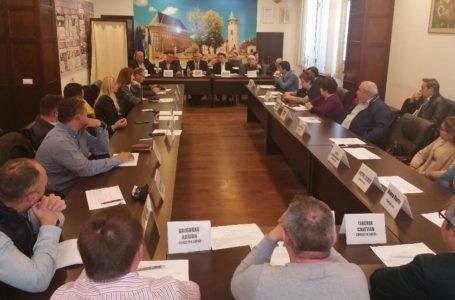 Consilierul Cătălin Misăilă îi caută la salarii și contracte pe directorii societăților Consiliului Local Piatra-Neamț