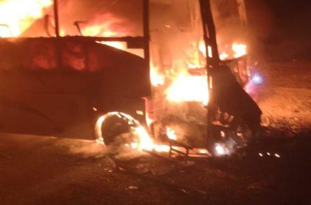 Un autobuz s-a făcut scrum lângă Tîrgu Neamț