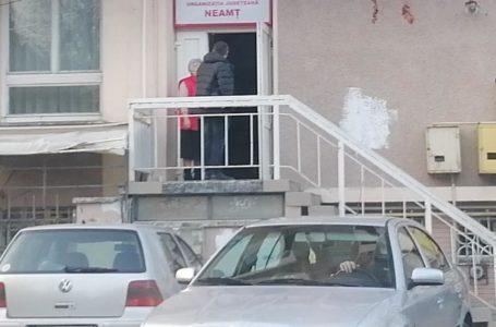 Campanie pe banii nemțenilor! Cu mașina de serviciu, la PSD Neamț, în timpul programului!
