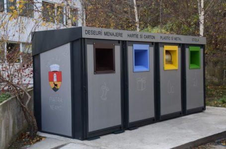 Au fost montate primele pubele pentru colectarea selectivă a deșeurilor din Piatra-Neamț