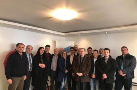 """USR Tîrgu Neamț nu-i vrea """"în bloc"""" pe toți din organizația PRO România"""