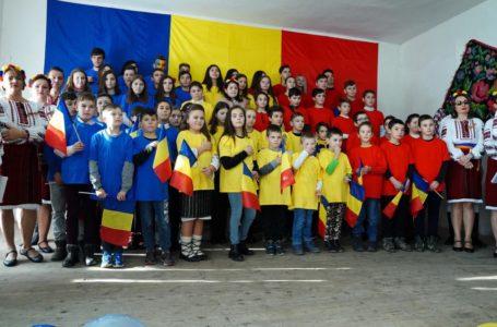 Stejarii din Hindău au ridicat sala în picioare de Ziua Națională a României