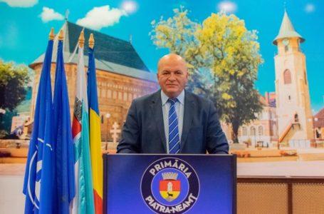 Primarul Dragoș Chitic oferă detalii despre dezinfecția și montarea dezinfectantului în blocuri