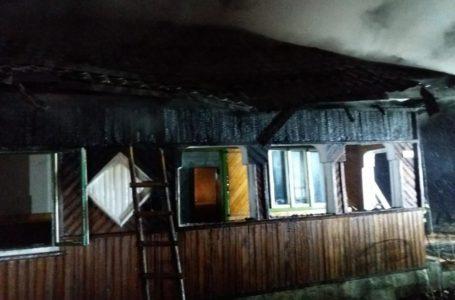 Rămași fără casă în plină iarnă din cauza unui incendiu