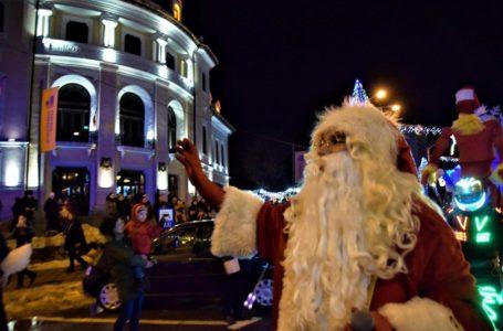 Moș Crăciun ajunge duminică la Piatra-Neamț