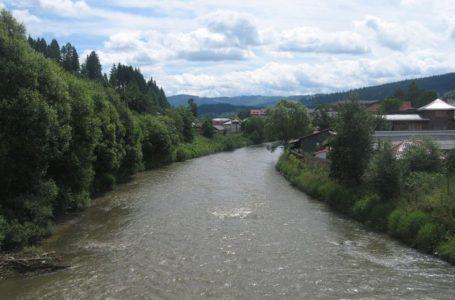ALERTĂ Un bărbat amenință că sare de pe podul de la Căprioara (Piatra-Neamț)
