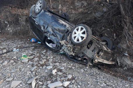 Trei victime după ce o mașină s-a răsturnat, sâmbătă, la Pipirig (foto)