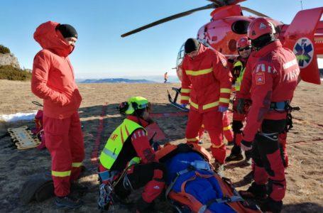 Turist accidentat în Ceahlău, preluat de elicopterul SMURD