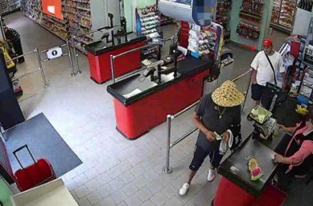 Hoțul în șlapi din Piatra-Neamț, căutat de polițiști de jumătate de an