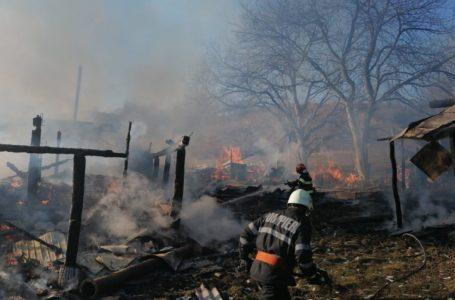 Incendiu puternic într-o gospodărie din Borlești