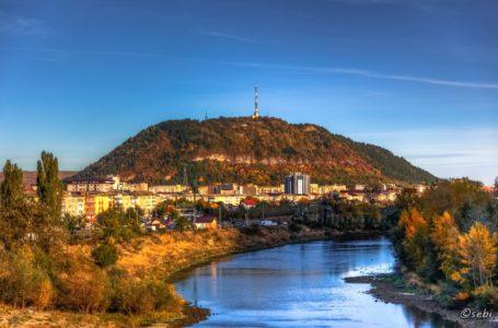 """Primarul Chitic nu renunță la proiectul """"de suflet"""": Piatra-Neamț va avea numele scris pe muntele Pietricica!"""