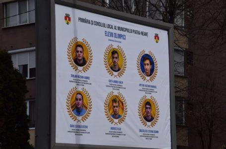 Panouri cu elevii olimpici din Piatra-Neamț, amplasate în oraș (foto-galerie)