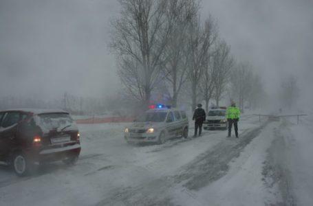 Iarna revine în forţă în Neamţ! Cod Galben de ninsori şi viscol! (marţi – 6 aprilie 2021)