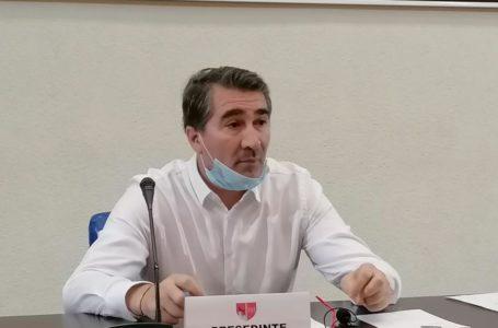 """Mugur Cozmanciuc: """"Deși județul Neamț e codaș la atragerea fondurilor europene, Arsene și-a pus bonus de 25% la salariu!"""""""