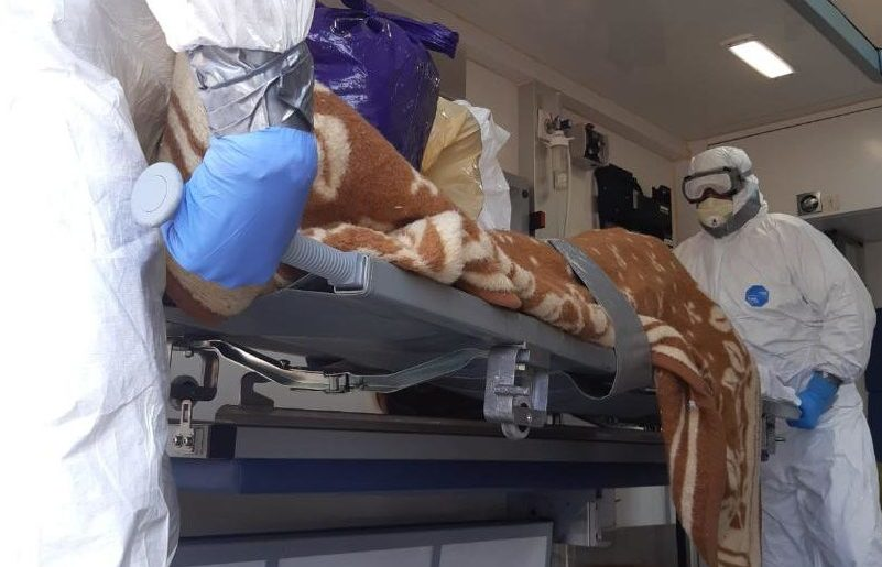 ISU Neamț justifică, printr-un drept la replică, de ce un angajat nu a ajutat la transportul unui pacient cu coronavirus
