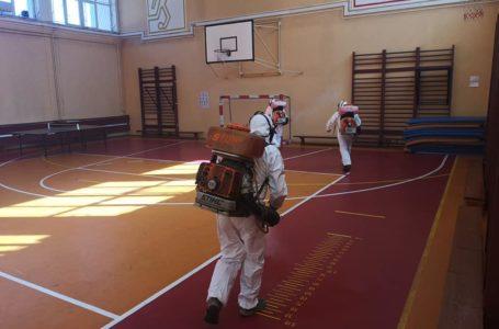 A început dezinfecția unităților școlare din Piatra-Neamț (foto-video)