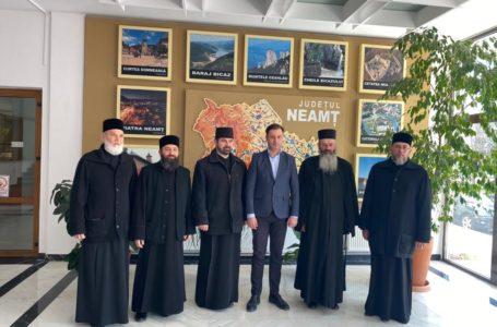 Preoții parohi și autoritățile județului Neamț, la aceeași masa a dialogului cu prefectul George Lazăr