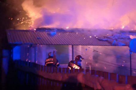 Casă distrusă de un incendiu la Nemțișor