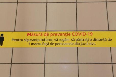 """DSP Neamț: """"Mănușile purtate de casierele de la magazine trebuie schimbate după fiecare operațiune!"""""""