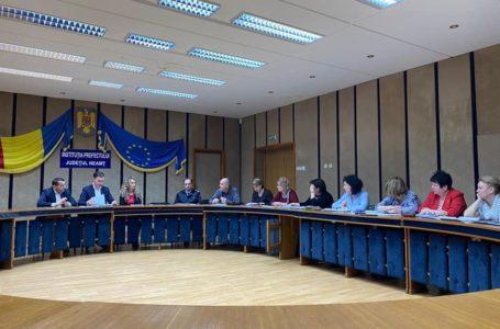 Prefectul Lazăr a băgat în ședință de urgență toți șefii din sănătatea nemțeană
