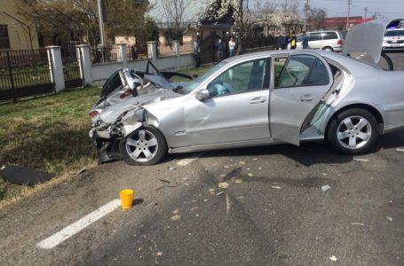 Accident cu 2 autoturisme la Costișa