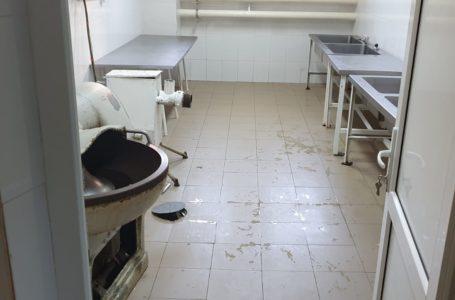 Dezastru în bucătăria Spitalului Județean Neamț: bacterii peste tot, pereți infectați, echipamente uzate!