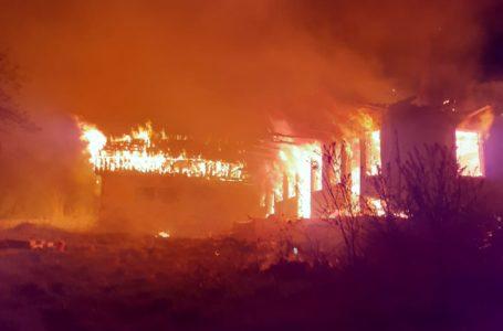 Gospodărie cuprinsă de un incendiu la Timișești